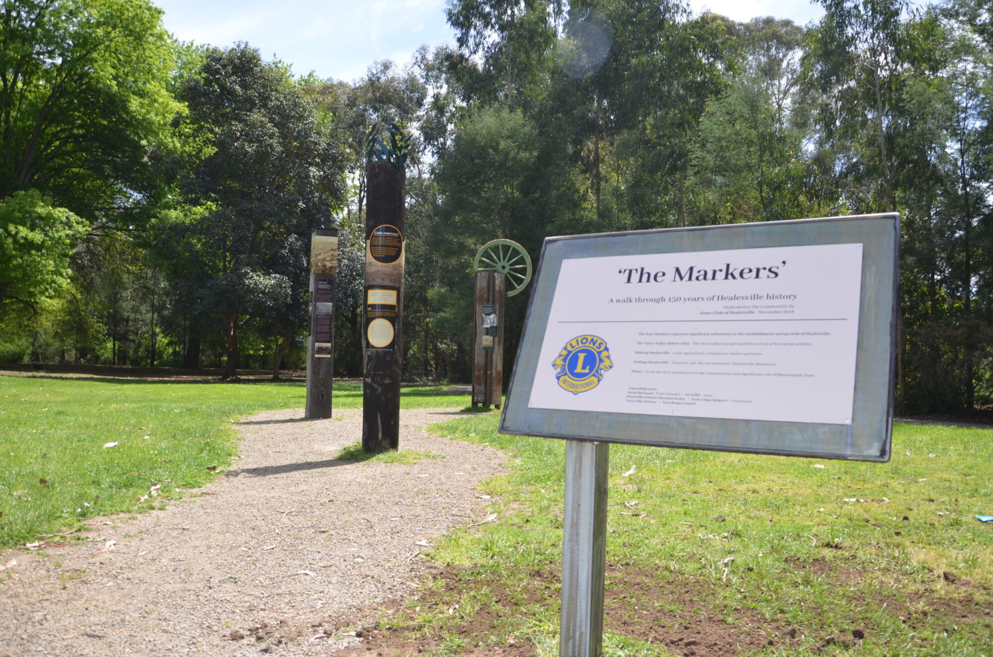 Healesville signs and totems
